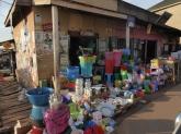 Dies ist ein Shop im Kifumbira Slum.